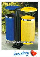 Large capacity street dustbin for trash collection
