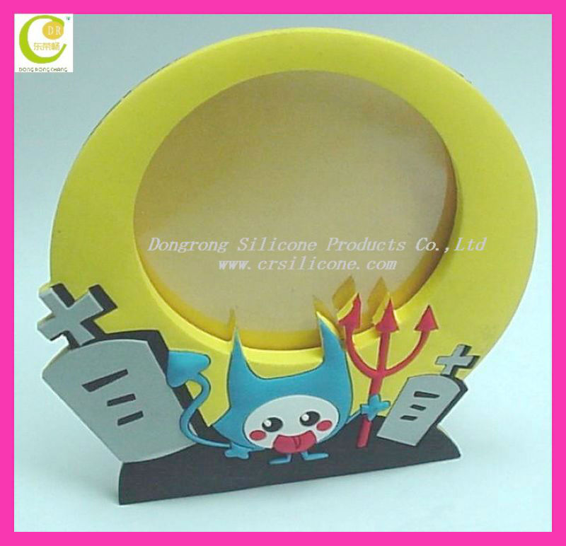 2013 OEM fashion christmas giveaway gifts silicone elastic triangle picture frame in custom design