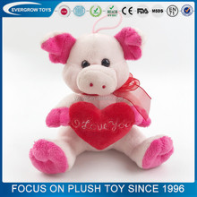 Wholesale custom red heart stuffed plush pink pig toy
