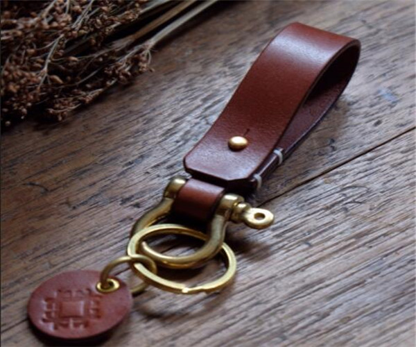 CUSTOM Vintage Leather keychain with leather dog tag keyring Waist belt clip key ring holder