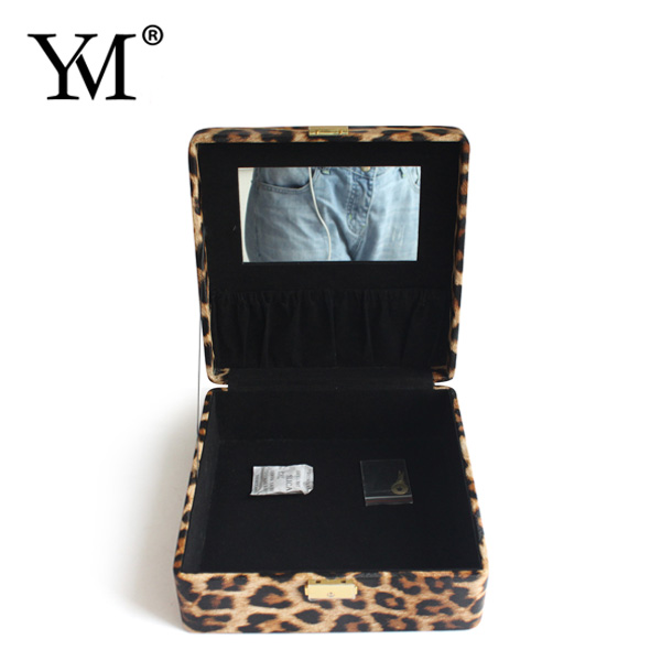 Custom professional beauty pu leather leopard makeup vanity velvet lining jewelry box case