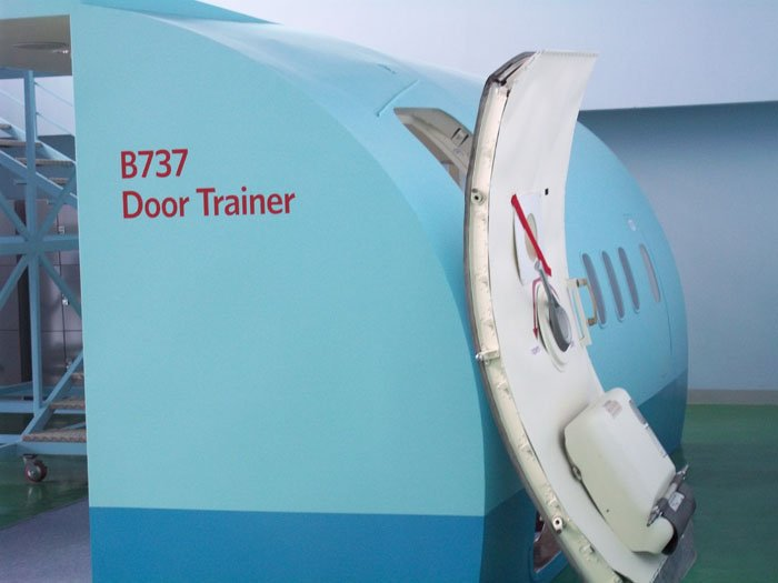 Aircraft door aircraft door design u0026 simulation for 737 door design