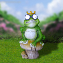 Garden Resin frog statue with solar light for sale