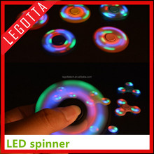 2017 high quanlity Customized Magical relax the pressure spinning flying light spinner toy