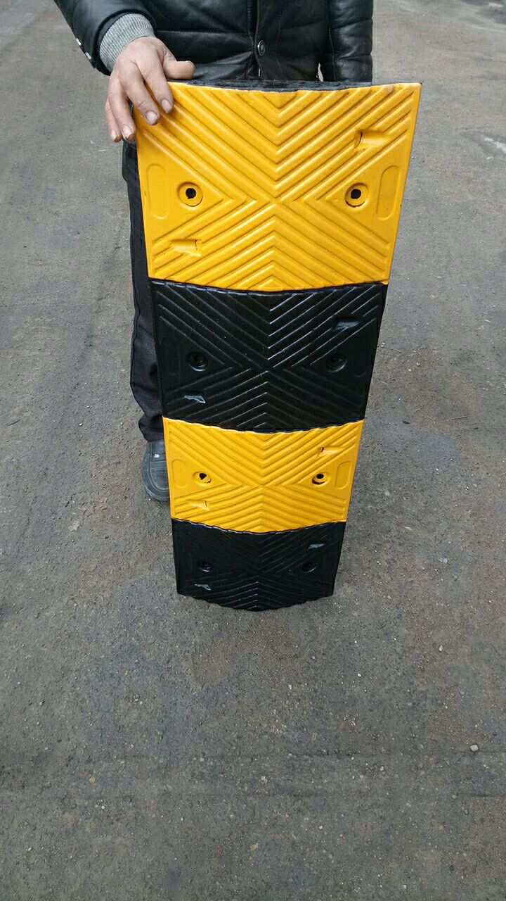 High Quality Roadway Safety Sleeping policeman Rubber Speed Hump speed reducer speed bump