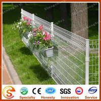 Wire mesh fence Decorative garden border fence with triangle bends