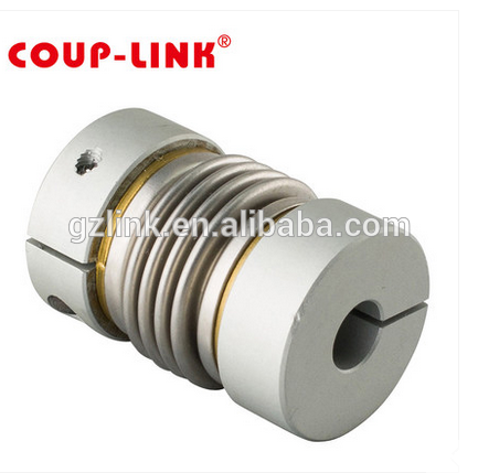Shaft coupler with metal bellows