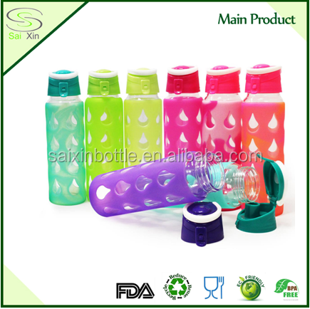 America Fashion Portable Sports 700 ml wide mouth Glass Water Bottle With Silicone Sleeve and Flip Top Lid