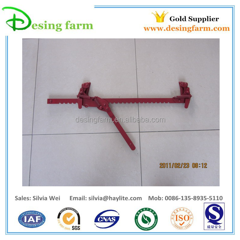 Fence wire stretcher for barbed wire