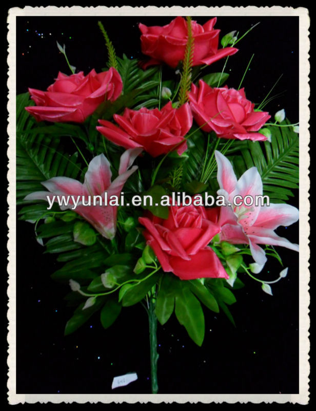 fan- shaped bouquet flower for funeral ceremony