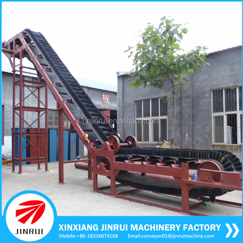 Inclined belt conveyor for concrete batching plant