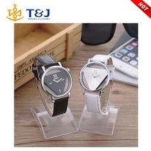 The new 2016 fashion hollow triangle design quartz watch Men and women student watch/