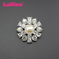 Zinc Alloy Crystal Rhinestone Round Decorative Brooch with a Pearl