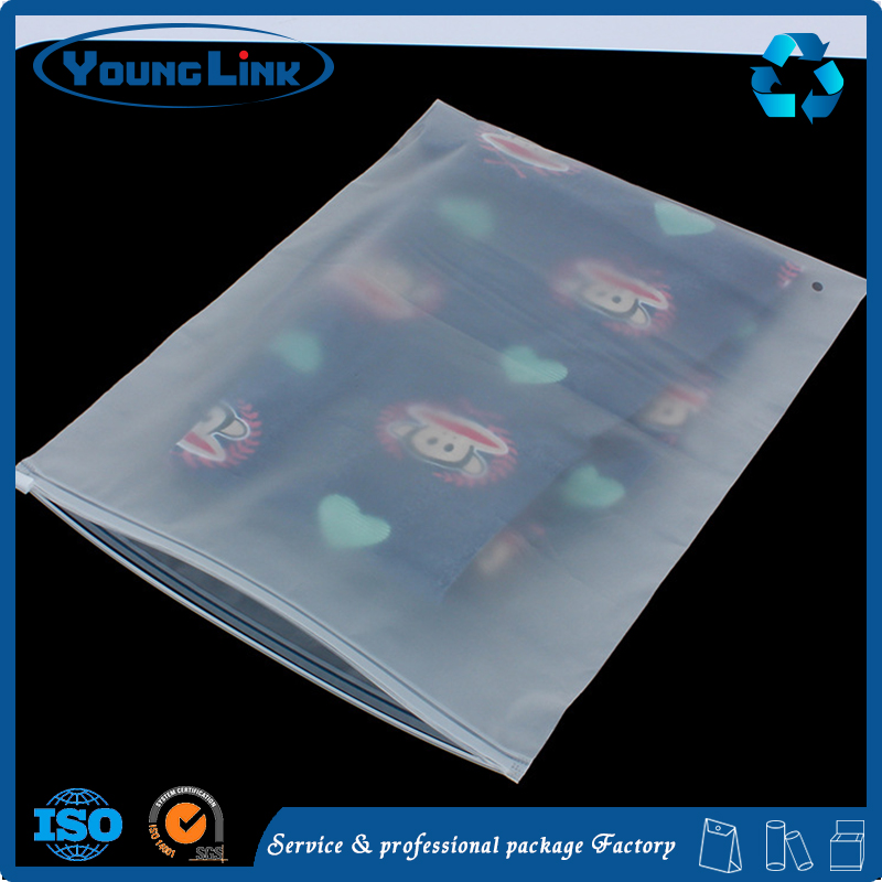 Customized Waterproof eco friendly ziplock t-shirt plastic packaging bag