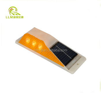 Reliable and Cheap solar panel powered reflective double side delineator