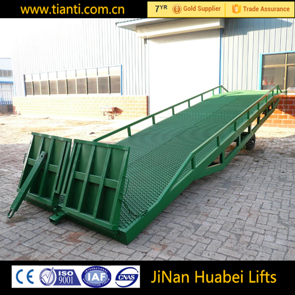 ISO9001safety hydraulic mobile ramp with rubber wheels