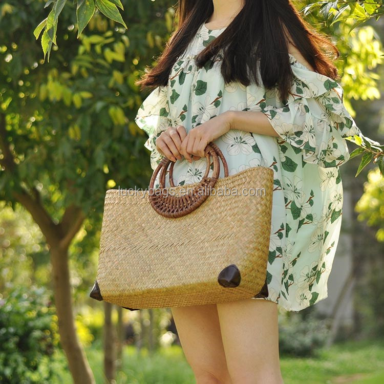 Hot sale rattan straw woven bag Hawaii beach bags with wooden handle
