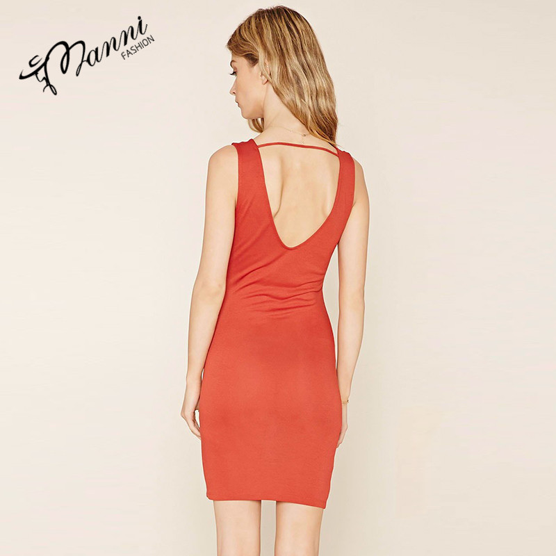 Backless and sleeveless dresses of close-fitting