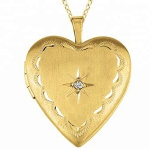 Customized gold plated heart shaped photo frame pendant
