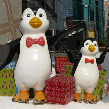 Animated Fiberglass Christmas Penguin for Shopping Mall Decoration