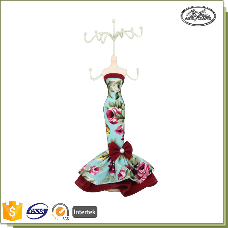 Hot selling made in china jewelry stand dolls