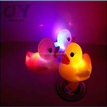 customized/wholesale lovely colorful baby Led sensing light water duck toy