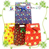 Medium Sizes Popular Colourful Printing Paper Gift Bags with Die Cut Handle & Flap Closure