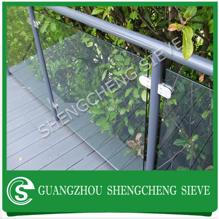 Dry glaze tempered laminated glass railing system for villadom