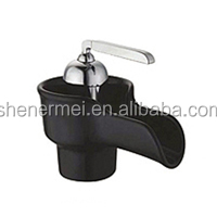 2014 Simple Fashion Black Plastic Waterfall Tap