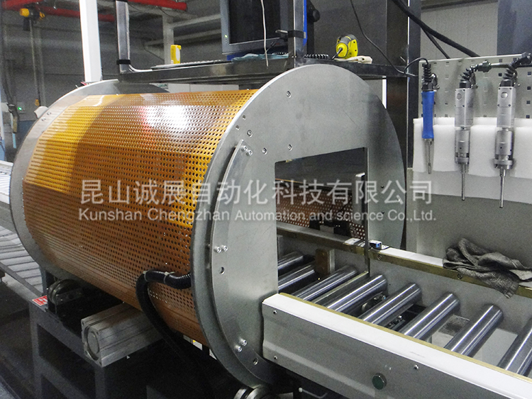 Full automatic production line for automobile engine cover