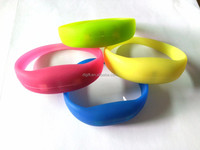 led light up thin silicone wristband for men and women wristband in good price