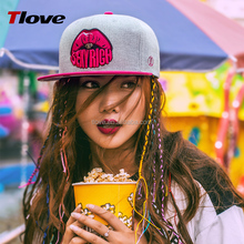 2017 Tlove Sport Cap Two-tone Color Fashion Lips Hip Hop Brim <strong>Hats</strong> with Adjustable Metal Buckle 3D Embroidery