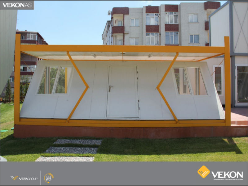 Foldable Living Container With Sandwich Panels