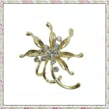 Fashion Jewerly Cheapest Gold Maple leaf Metal Crystal brooch