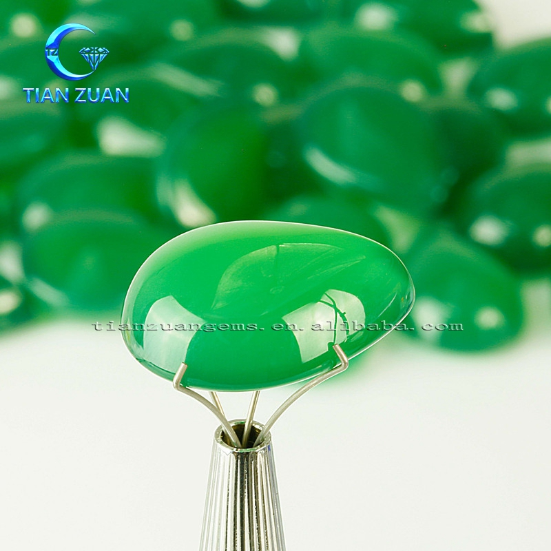 The water drop shape or pear shape green agate bead for pendant green natural agate natural stone