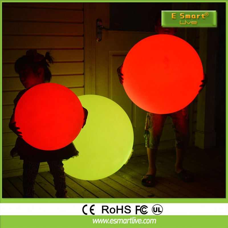 New Design changeable RGB color waterproof IP68 remote control solar floating waterproof led light magic spinning ball