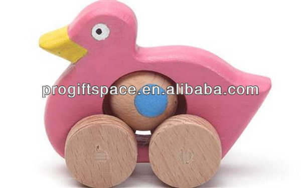 Hot new product best selling for 2017 eco friendly quality moving wooden duck on wheels toy for kids in China