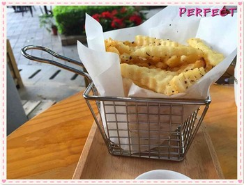 French fries metal wire basket chips and snack display rack