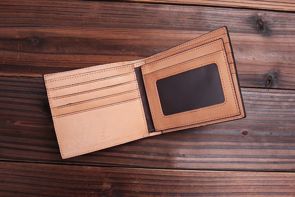 Stylish black genuine leather bifold card wallet with card slot Italian vegetable tanned leather purse for men
