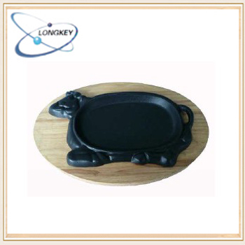 Pre-seasoned cast iron cow shape sizzler plate / cow shape pan with wooden base