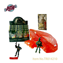 Cheaper promotion plastic toy 8.5cm parachute army man candy toy