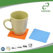 Professional Manufacture Mini Silicone Heat Resistant Multifunctional Mat Pot Holder with Stripe Pattern Silicone Place Mat