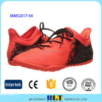 China factories low price breathable men soccer shoes