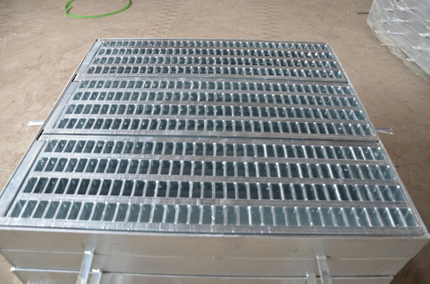 galvanied low carbon steel or stainless steel Embedded ditch drain cover