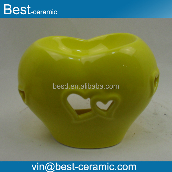 Wholesale glazed Heart shape ceramic light oil burner with hollow out design