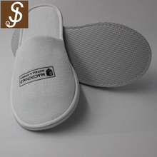 3-5 star hotel supplies durable comfort custom embroidered logo guest disposable slipper cotton fabric luxury hotel slipper