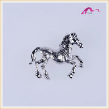 Exquisite Silver Metal Horses Animal Decorative Brooch For Wedding Invitations
