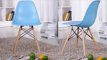 modern plastic dining chair with wooden legs/ emes chiar