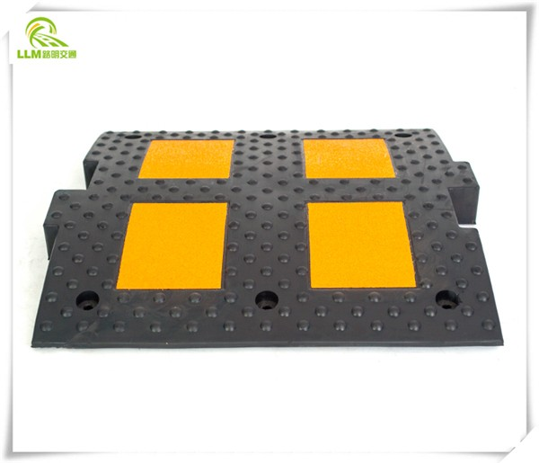 durable reflective rubber road speed hump