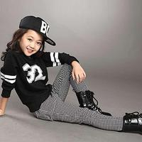 UNIKIDS 2016 Fashion Children Clothes Girl's Lettrt Number Black O-Neck Collar T Shirt And Plaid Skinny Pants Kid Clothing Set S